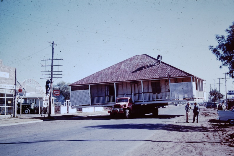 1960_July_-_Moving_house_Dalby.JPG